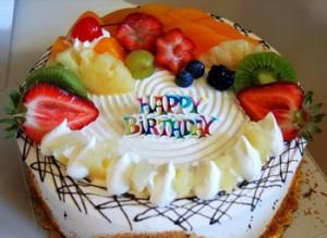 کیک تولد میوه ای گرد