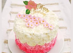 کیک تولد زیبا با خامه