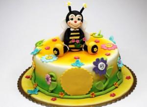 کیک تولد با روکش فوندانت