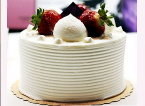 مدل گرد کیک تولد با خامه