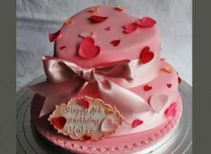 کیک تولد قلب با خمیر فوندانت