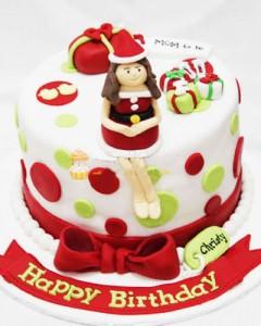 کیک تولد با عروسک دختر