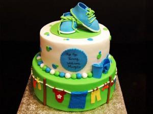 کیک تولدسفید و سبز بچگانه