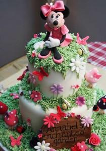 کیک تولددخترانه با عروسک میکی