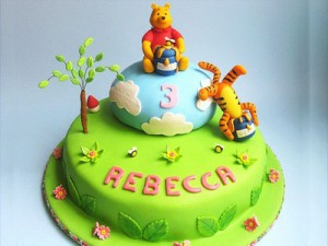 کیک تولدگرد تم بچگانه