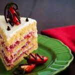 تزیین کیک تولدبا کریم و میوه
