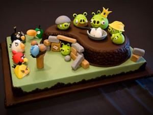 طرزتهیه کیک تولد انگری برد
