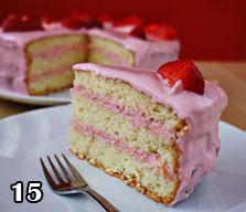 طرزتهیه کیک تولد با توت فرنگی