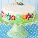 کیک تولدخانگی با کرم ایسینگ