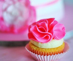 تزیین کیک تولدباخمیرفوندانت